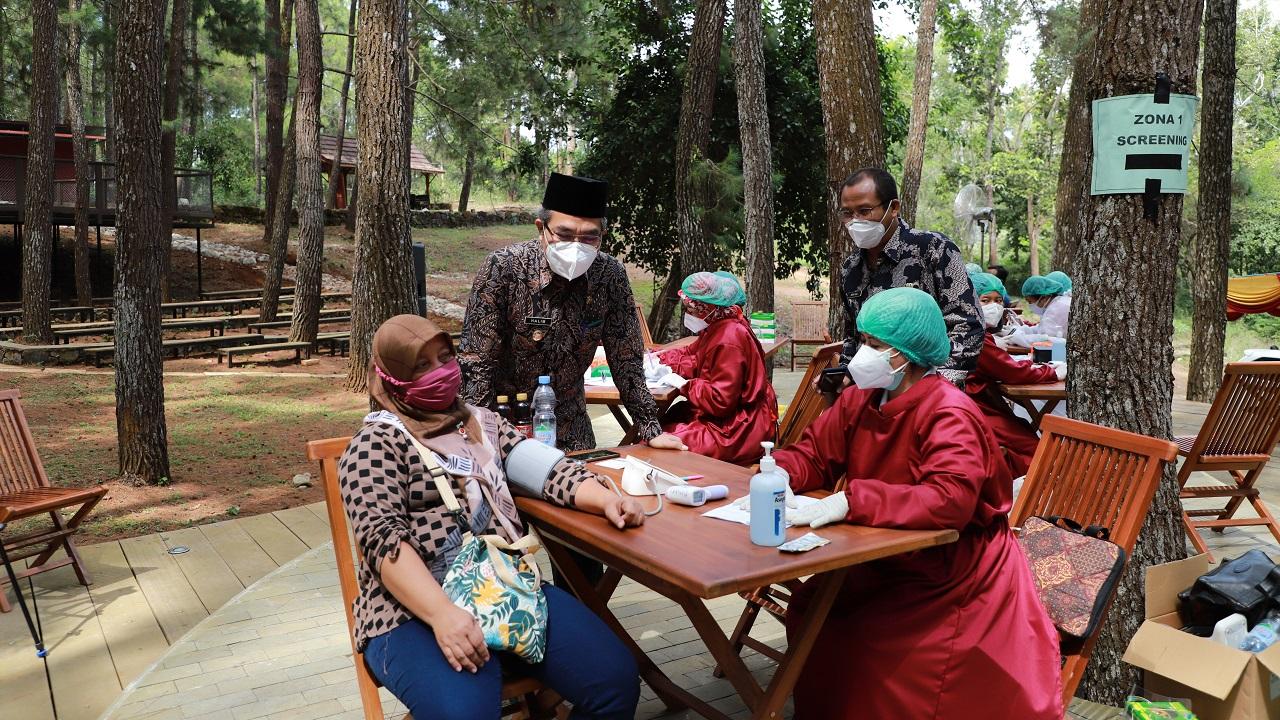 Percepatan Vaksinasi di Geosite Ngingrong dan Hutan Pinus Sari Bagi Pelaku Pariwisata dan Ekraf